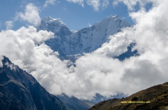 Good Morning Mt. Thamserku. We will continue to have a good view of it all the way up to Gokyo