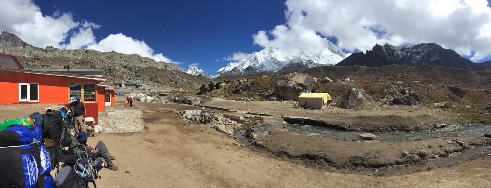 Lobuche packed with trekkers