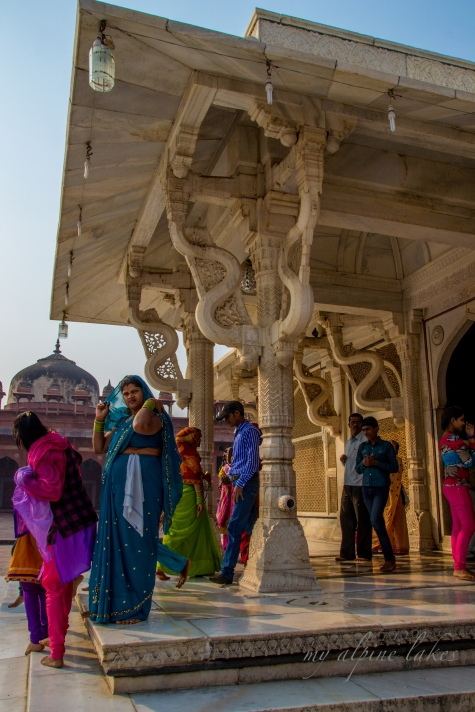Women sorting our their shawls in front of the tomb of Salim Chishti