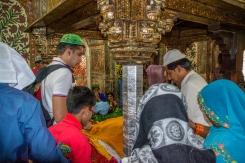 Paying respect inside of Salim Chishti Tomb