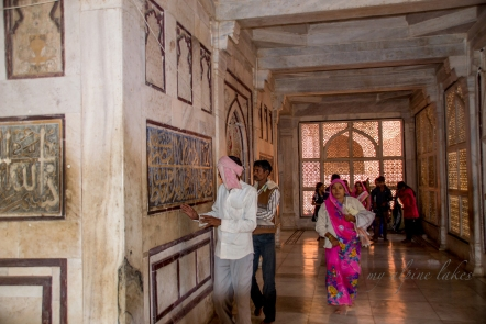Inside the halls of Salim Chishti Tomb