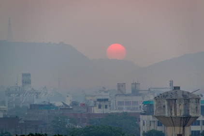 Sunrise over a mountain range in Jaipur