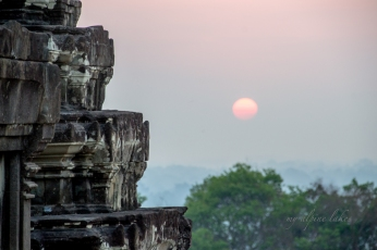 Sunrise over Bakheng temple where the crowd is thin and my viewpoint is high.