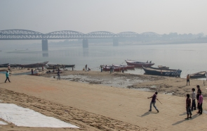 The ghats are a perfect playground for local kids