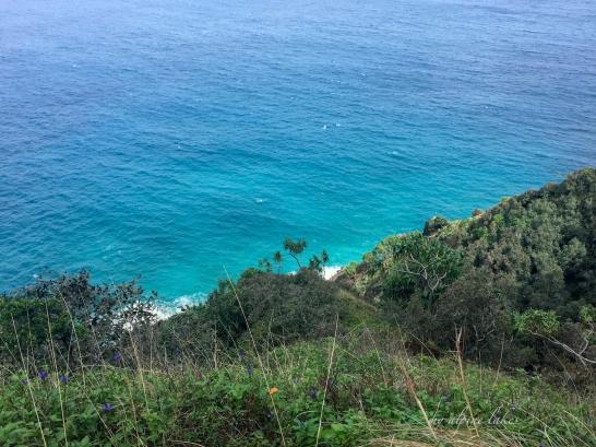 Blue blue water below the cliff